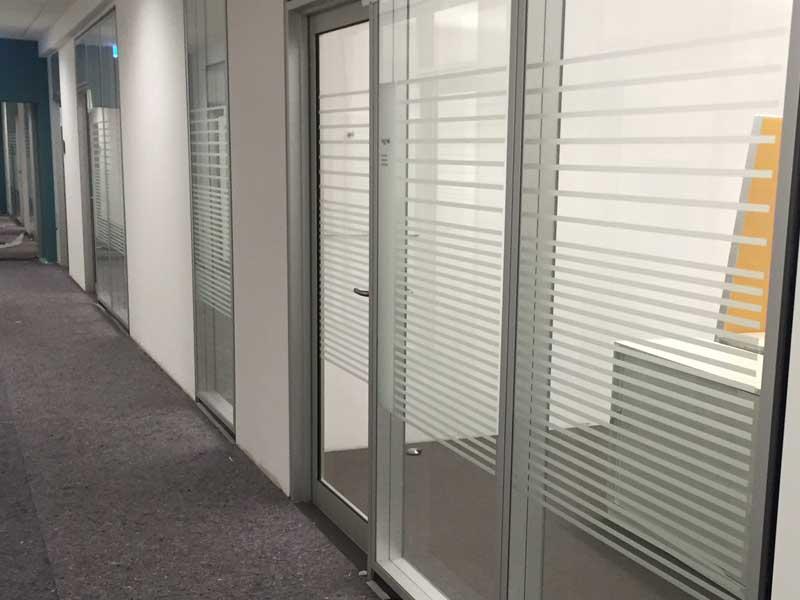 Glasdekor für Büro Trennwände
